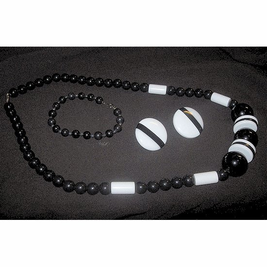 VINTAGE Black and White Beaded Jewelry Set ~ FREE SHIPPING ~~