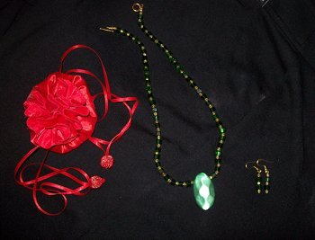 HANDMADE Green Glass Beaded Nacklace and Earring Set with Jewelry Bag