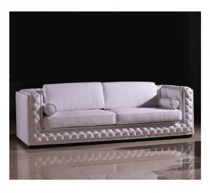 Classic Leather Sofa with Throw Pillows  //  Eho-A709