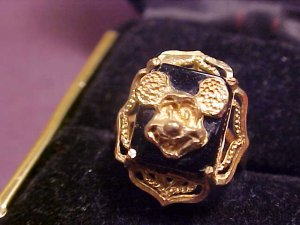 VINTAGE DISNEY MICKEY BLACK ONYX GOLD RING SIZE 5