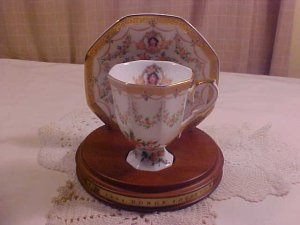 1994 AVON TEACUP & SAUCER HONOR SOCIETY
