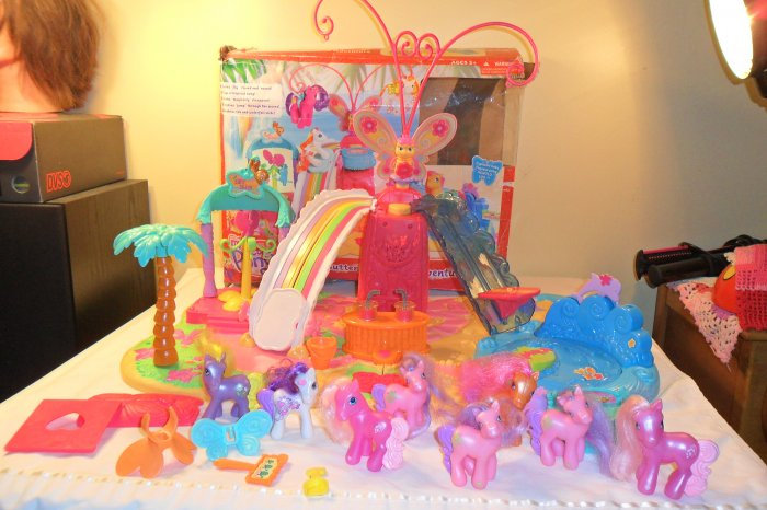 MY LITTLE PONY BUTTERFLY ISLAND W/PONIES & ACCESSORIES
