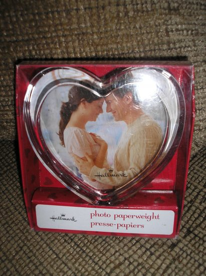 HALLMARK GLASS HEART (VALENTINE) PHOTO PAPERWEIGHT - BRAND NEW IN BOX!
