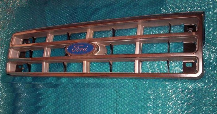 FORD F250 1987 FRONT GRILL            stk#(478)