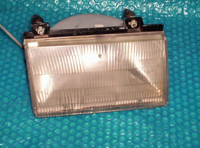 Ford Tempo 1994 front Headlight RH   F23Z-13008A     (R41)