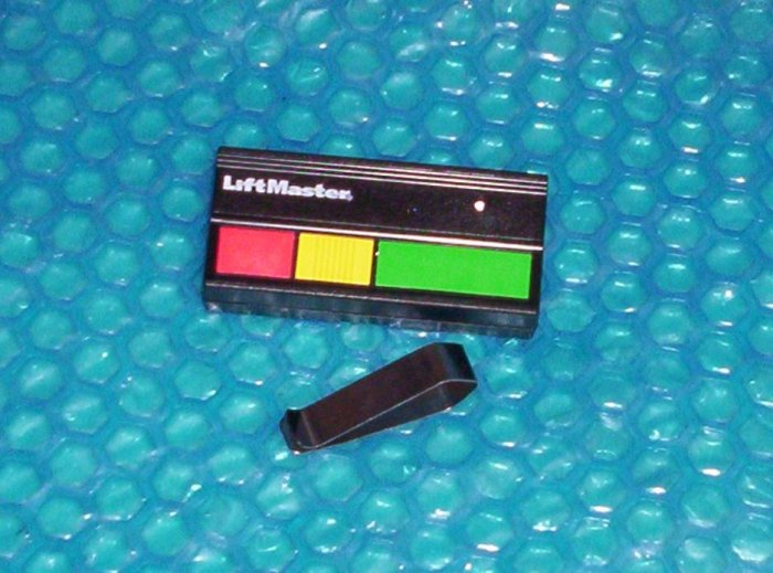 LIFTMASTER 33LM  3 button REMOTE            (545)
