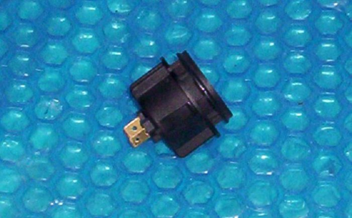 LIFTMASTER  opener Light Socket  175C147    stk#(1079)