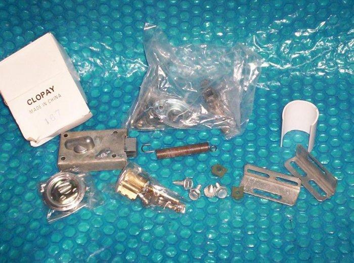 CLOPAY  GARAGE  DOOR  LOCK HANDLE  ASSEMBLY  (1082)