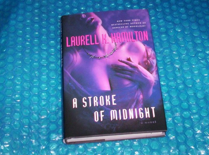 Laurell K. Hamilton A Stroke of Midnight         stk#(1107)