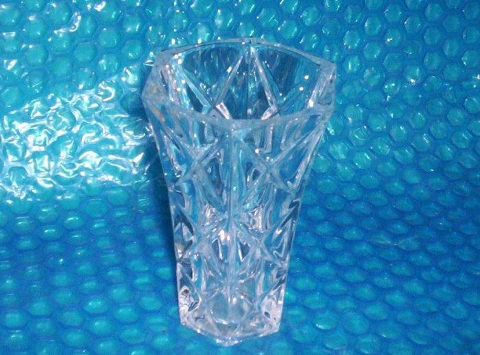 Avon  Crystal Bud Vase                (1168)