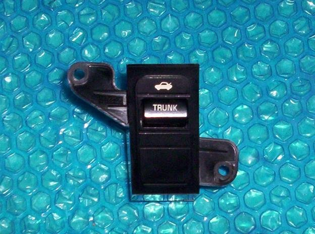 Buick LeSabre Trunk release dash switch stk#(1740)