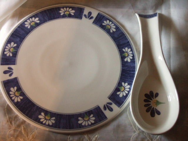 Oneida Spring Daisy Trivet and Spoon Rest