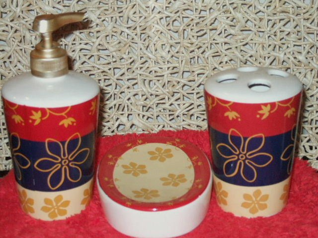 3 pc floral bath accessories set red navy gold for Red and gold bathroom accessories