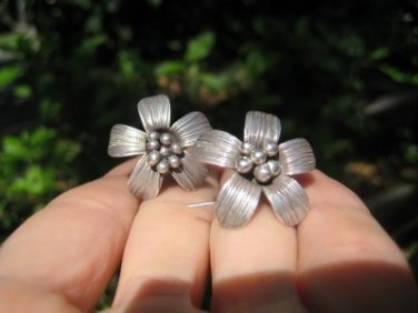 925 to 999 pure Northern Hill Tribe silver flower earrings earring Thailand