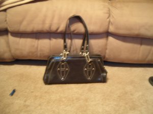 Handbag with chain-link handles
