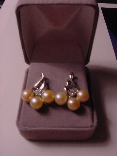 New Genuine IVORY CREAM PEARLS WHITE TOPAZ EARRINGS Velvet Box Womens Silver Gemstones Jewels UPC