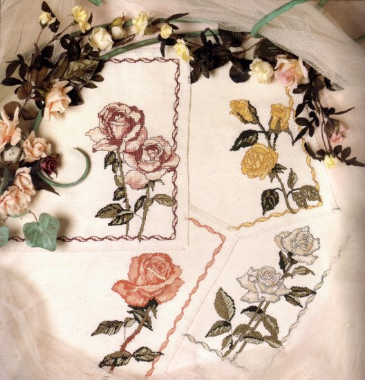 ELEGANT SUMMER TABLEWARE CROSS STITCH KIT ROSES IN BLOOM PLACEMATS
