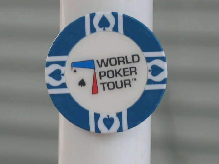 WPT WORLD POKER TOUR POKER CHIP FRIDGE MAGNET STRONG! BLUE