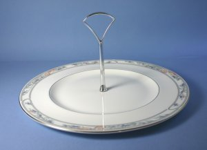 Royal Doulton ARLINGTON H5180 Round Serving Plate with Center Handle