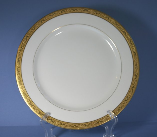 Tressemanes & Vogt (T&V) Limoges France Gold Encrusted Dinner Plates