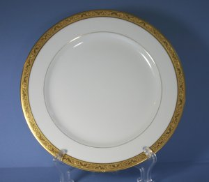 Tressemanes &amp; Vogt (T&amp;V) Limoges France Gold Encrusted Dinner Plates