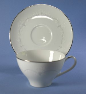 Noritake WHITEBROOK 6441 Cup and Saucer Set (Footed)
