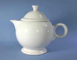 Homer Laughlin Fiesta White 44 oz Covered Teapot and Lid