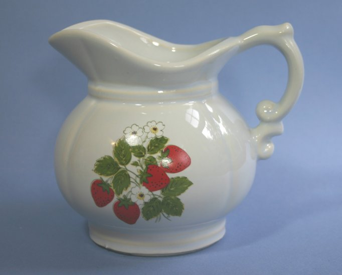 McCoy Pottery STRAWBERRY COUNTRY 24oz Pitcher