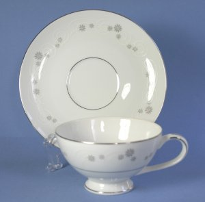 Mikasa TIFFIN 5623 Fine China Cup and Saucer Set (Footed)