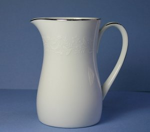 Noritake China REINA 6450Q 4 oz Creamer