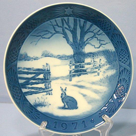 Royal Copenhagen 1971 Christmas Plate - Hare In Winter