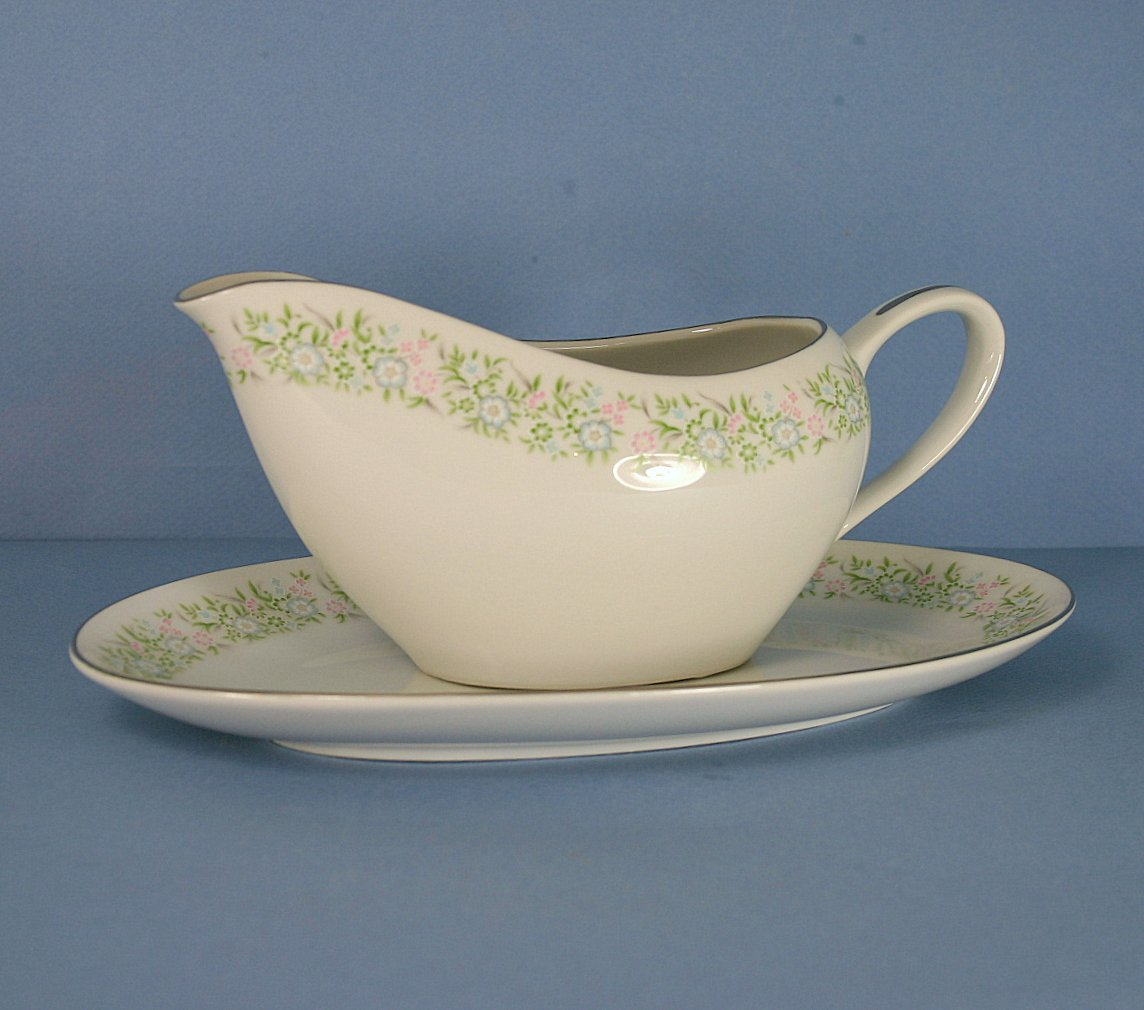 Taihei Springtime Gravy Boat and Underplate (Relish)