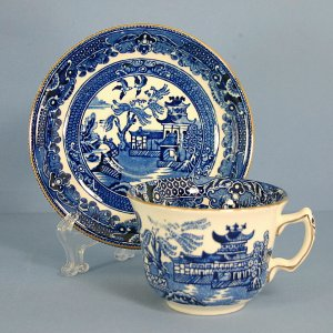 Burgess &amp; Leigh Blue Willow (Gold Trim) Flat Cup &amp; Saucer Set