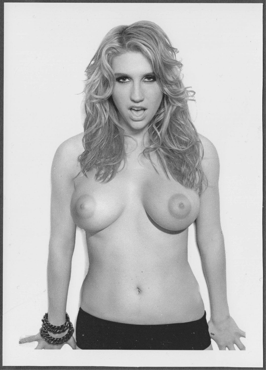 KESHA TOTALLY NUDE BIG BREASTS SHAVED PUSSY NEW REPRINT 5 X 7 #1