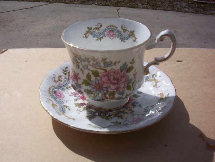 "Royal Standard ""Mandarin"" footed cup and saucer set"