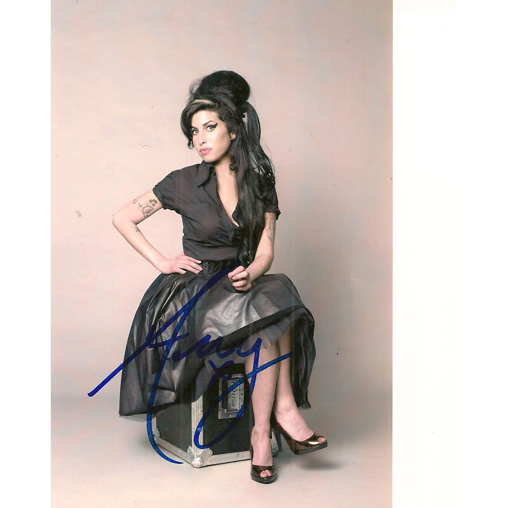 AMY WINEHOUSE SIGNED 4x6 PHOTO + COA