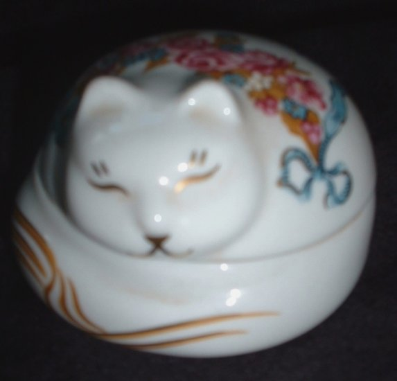 Elizabeth Arden Porcelain Kitty Cat Scented Candle Holder or Trinket Box