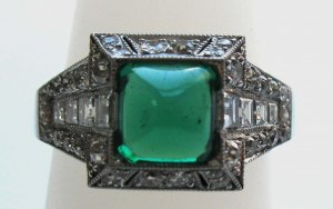 Elegant Emerald Ring with Diamonds