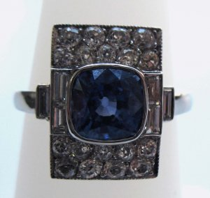 Unique Sapphire Ring with Diamonds