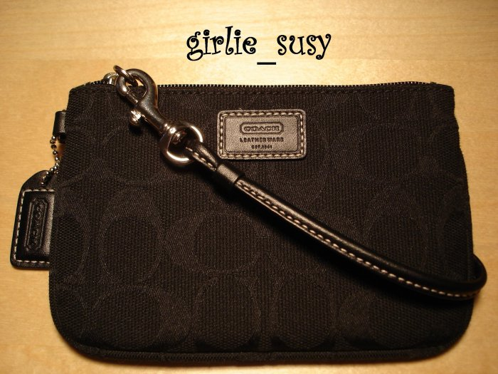 Coach Hamptons Signature Black NWOT Wristlet Clutch Wallet *PLUS BONUS CASH BACK*