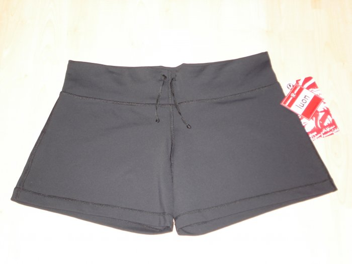 Lululemon Relaxed Fit Shorts Black Sz10 NWT with Hidden iPod Pocket *PLUS CASH BACK!*