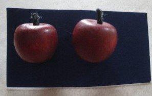 Vintage 80�s Wooden Teacher�s Apple Post Earrings