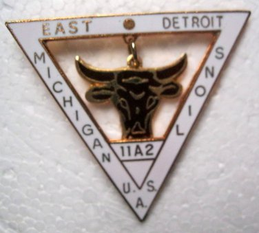 Lions Club Pin Vintage Dangling Bull Detroit Michigan Rare 11A2 Triangle