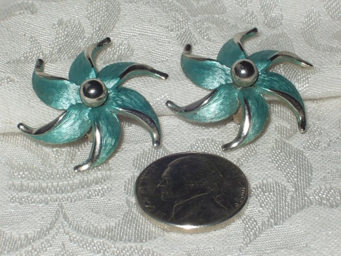 Vintage Signed Park Lane Frosted Enamel Flower Clip Earrings.