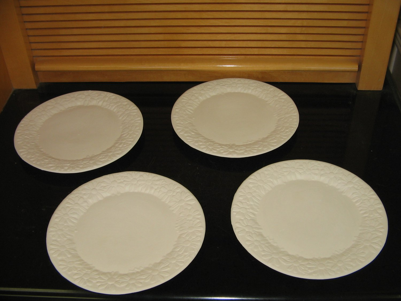 Set of 4 Daisy Design Salad Dessert Plates Ready To Paint Ceramic Bisque U Paint