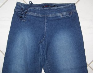 MISSES DKNY CAPRI STRETCH JEANS SIZE 7 W30xL24