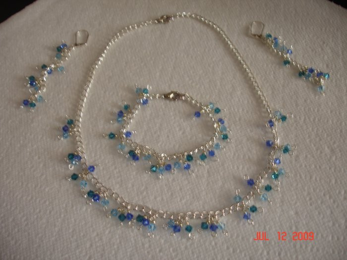 Beautiful Swarovski necklace,bracelet and earing set