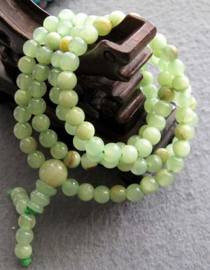 Tibet Buddhist 108 Light Green Stone Beads Prayer Mala Necklace 6mm  ZZ109