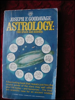 ASTROLOGY:THE SPACE AGE SCIENCE - GOODAVAGE (1967) COLLECTIBLE
