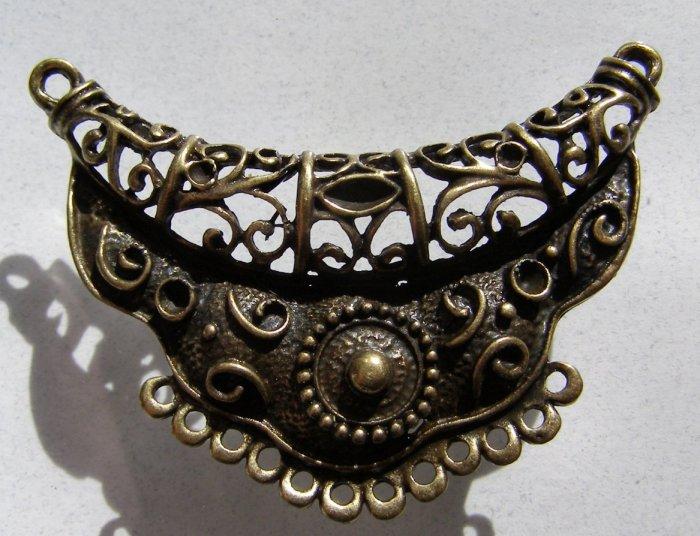 Brass Necklace Centerpiece 65x46